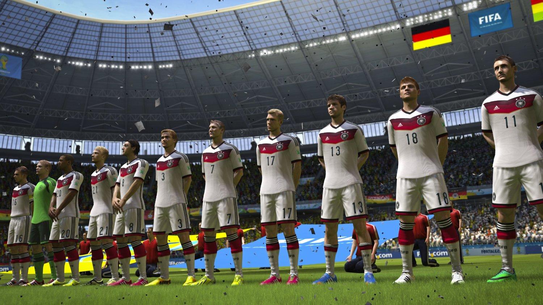Spieler stehen in einer Reihe während die Hymne gespielt wird