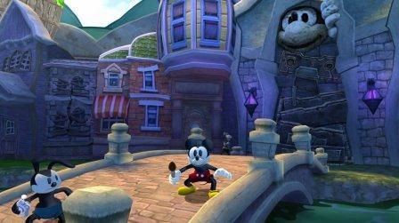 Micky steht auf einer Brücke.