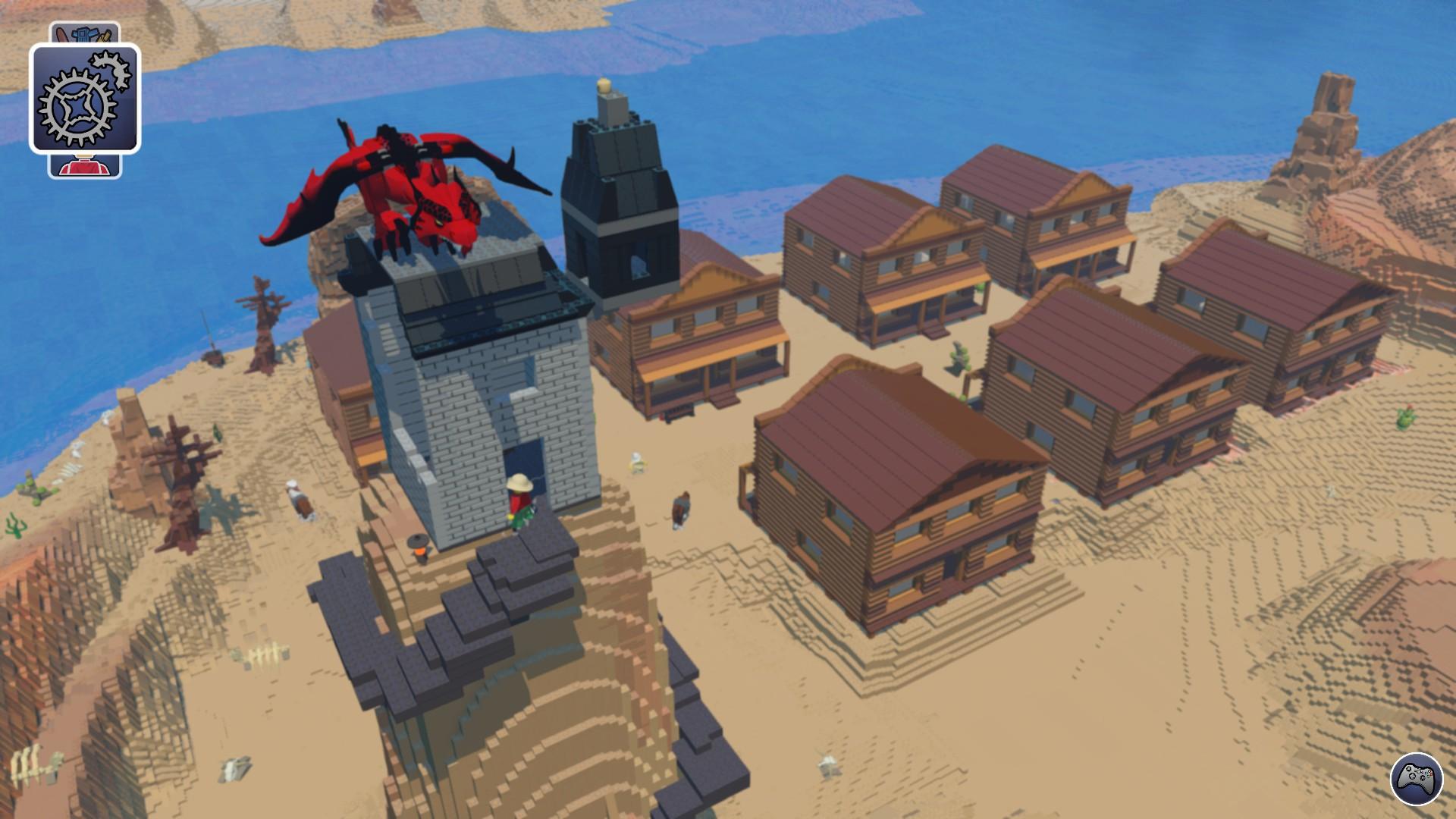 Screenshot: Eine LEGO-Westernstadt in einer Wüstenlandschaft. Auf einem Steinturm sitzt ein roter LEGO-Drache
