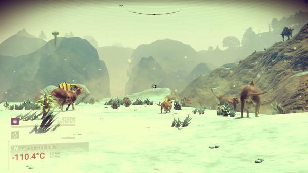 Screenshot: Eine Herde ausserirdischer Tiere auf einem Eisplaneten.