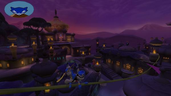 Sly Cooper beim Balancieren auf einem Seil über den Dächern einer orientalischen Stadt.