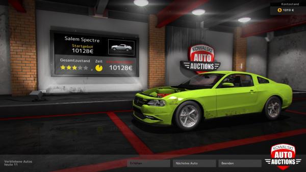 Screenshot: Ein ramponiertes Auto vor einer Anzeigetafel auf der ein Auktionsangebot angezeigt wird.