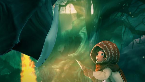 Screenshot: Renie steht, mit einem Speer bewaffnet, einem Sucher gegenüber.