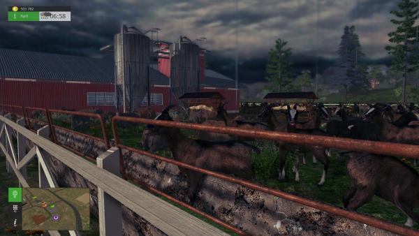 Screenshot: Ziegen und Schafe vor einem voll ausgebauten Stall.
