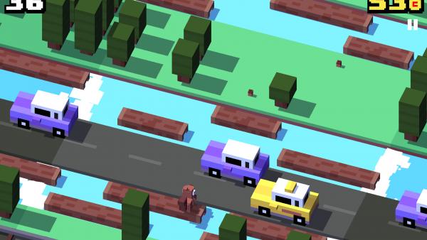 Screenshot: Ein Eichhörnchen auf einem Baumstamm vor einer stark befahrenen Straße.