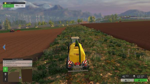 Screenshot: Ein Traktor mit Düngemittel-Anhänger steht zwischen zwei Feldern, die gerade von Arbeitern bearbeitet werden.