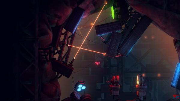 Screenshot: Raumschiff fliegt durch Halle mit vielen technischen Geräten