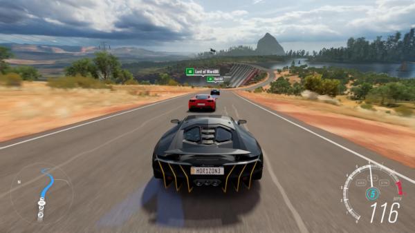 Screenshot: Ein wagen verfolgt andere auf einer Landstraße.