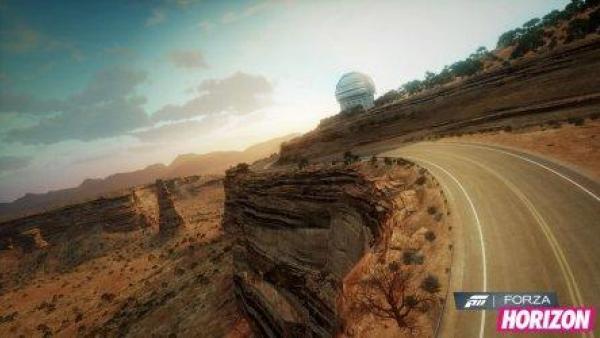 Eine Rennstrecke in der Wüste.