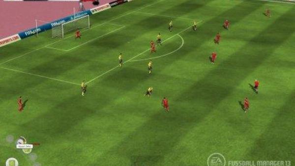 Fußballspiel aus der Vogelperspektive.