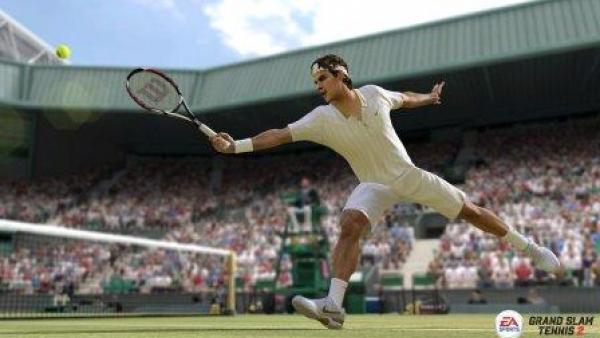 Ein Tennisspieler streckt sich nach dem Ball.