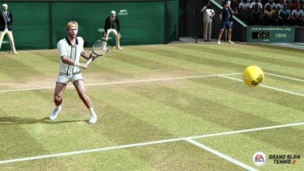 Ein Tennisspieler mit Schläger, der Ball fliegt auf die Kamera zu.