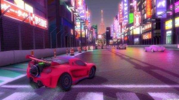 Autos fahren nachts durch eine bunt beleuchtete Stadt.