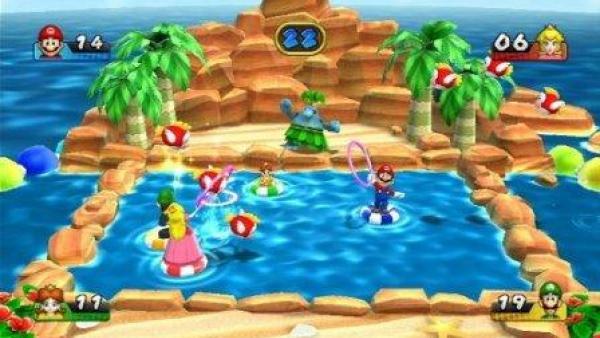 Die Spielfiguren fangen Bälle mit Ringen ein.