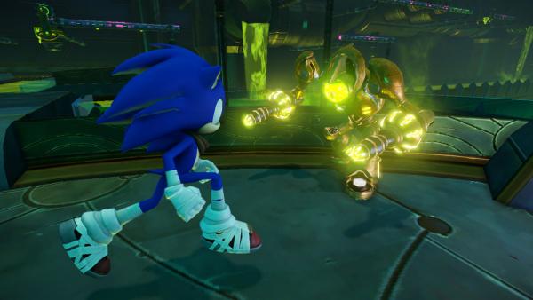 Sonic kämpft gegen einen Roboter.