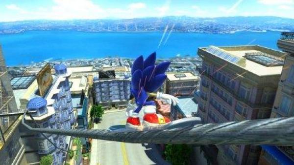 Sonic schlittert auf einem Drahtseil über den Dächern der Stadt.