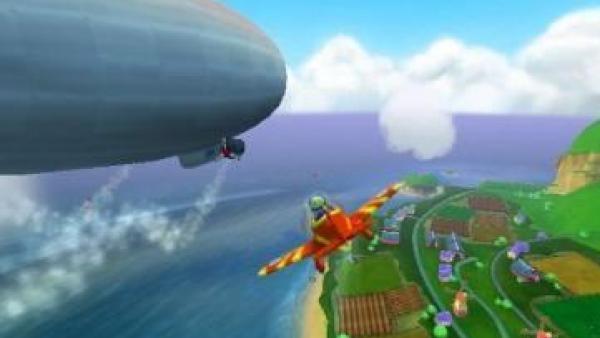 Ein Flugzeug fliegt unter einem Zeppelin hindurch.