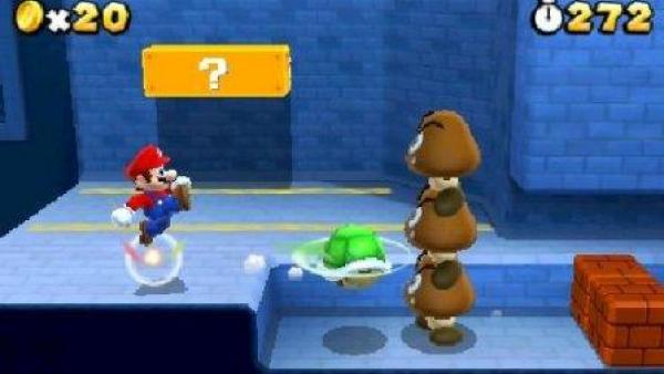 Mario kickt eine Schildkröte zu seinen Gegnern.