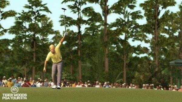 Ein Golfspieler auf dem Green.