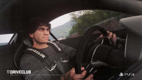 Cockpitansicht zeigt einen Fahrer