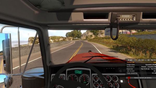 Screenshot: Aus der Fahrerperspektive wird ein LKW entlang eines Strandes gefahren.