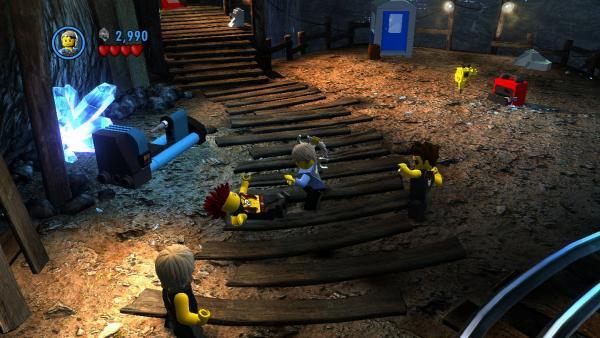 Screenshot: Chase kämpft gegen Männer in einer Mine