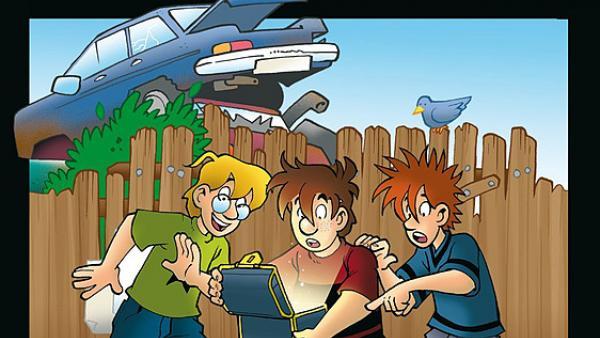Justus, Peter und Bob mit einer Schatztruhe