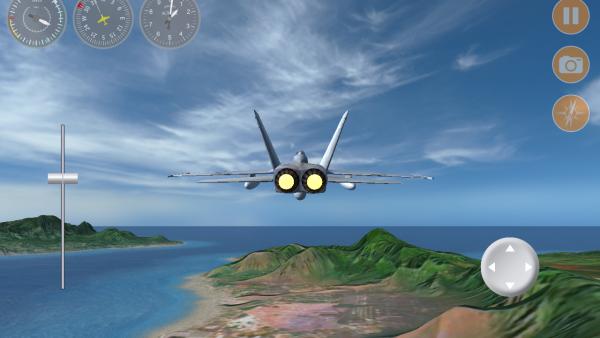 Screenshot: Düsenjet in der Verfolgerpersektive fliegt über ein Bergmassiv auf das offene Meer zu