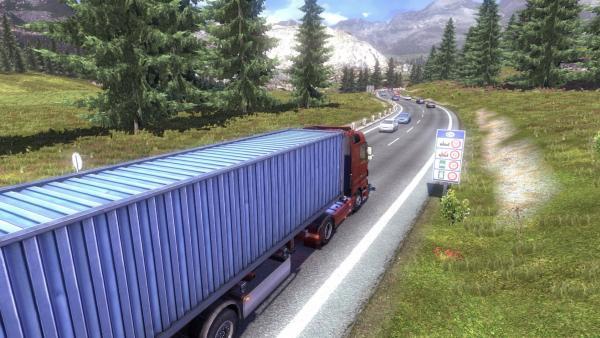 Eine rote Zugmaschine die einen blauen Container als Anhänger geladen hat fährt auf einer schweizer Straße. rechts steht ein Straßenschild mit den Geschwindigkeitsbegrenzungen