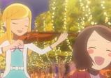 Zwei Mädchen musizieren.