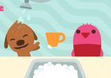 Screenshot: eine braune Hundefigur und eine rosa Vogelfigur stehen vor einem Waschbecken. Zwischen ihnen ist eine orange Tasse. Die Hundefigur wird von einer Brause mit Wasser bespritzt und lacht dabei.