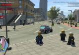 Screenshot: Chase steht am Gehsteig und im Hintergrund sind eine Straße, Autos, Passanten und Gebäude