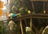 Die Spielfigur Leo befindet sich auf einem Holzgerüst.