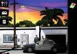 screenshot: Polizeiauto parkt vor einem Haus. Dahinter stehen zwei Personen.