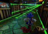 Sly muss durch grün leuchtende Laserstrahlen.