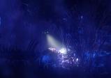 Screenshot: ein Raumschiff fliegt durch eine mysteriöse Welt