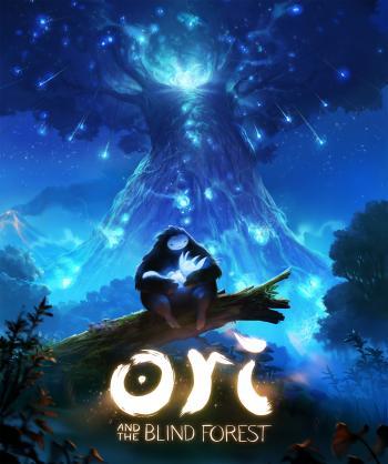 Naru, ein großes felliges Wesen sitzt auf einem Baumstumpf vor einem riesigen leuchtenden Baum und hält Ori, ein kleines, leuchtendes Wesen im Arm.