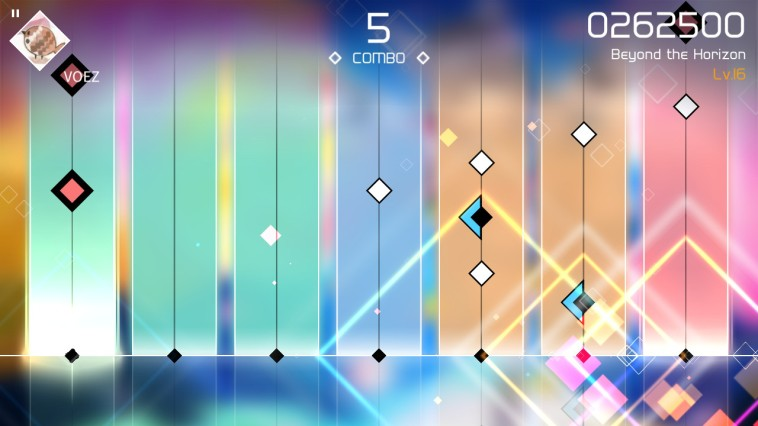 Screenshot: Blick in ein Level mit herabgleitenden, bunten Symbolen auf einem farbenfrohen Hintergrund mit Infos zum Score.